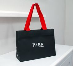 papaer bag Design Print Graphic Fashion 紙袋 デザイン 印刷 グラフィクデザイン ファッション Luxury Packaging, Packaging Design, Branding Design, Shoping Bag, Paper Bag Design, Paper Gift Bags, Gift Hampers, Retail Shop, Packing