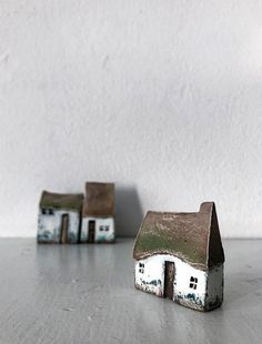 Miniature ceramic houses, set of three, housewarming decor によく似た商品を Etsy で探す Clay Houses, Ceramic Houses, Ceramic Clay, Special Gifts, Great Gifts, Cute Little Houses, Pottery Houses, Home Candles, Minimalist Home Decor