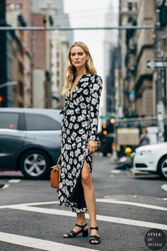 Fashion Week Street Style Is Here, So We've Got Like a Million Outfit Ideas Now Street Style 2018, New York Fashion Week Street Style, Street Style Summer, Street Chic, Street Styles, Street Fashion, Sexy Dresses, Dress Outfits, Summer Dresses