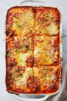 Vegetarian Lasagna! Walnuts, zucchini, carrots, onions, and mushrooms blitzed up into a meat-like texture + layered with cheese and sauce. Best Vegetarian Lasagna, Vegetarian Bolognese, Healthy Lasagna, Vegan Vegetarian, Vegetarian Recipes, Cooking Recipes, Healthy Recipes, Cheesy Recipes, Pasta Recipes