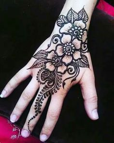 You've got an ocean of henna designs before you, and you can grab your most favorite one. Though it is a small body part, a henna on it looks simple yet elegant. Among all wrist tattoos, henna flower are believed to be the most well-known ones. Latest Henna Designs, Henna Designs Easy, Beautiful Henna Designs, Easy Henna, Beautiful Mehndi, Simple Mehndi Designs, Beautiful Flowers, Latest Mehndi, Arabic Mehndi Designs