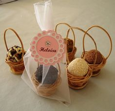 ideas gifts packaging ideas basket for 2019 Wedding Favours, Party Favors, Wedding Gifts, Cake Packaging, Packaging Ideas, Packaging Design, Chocolate Wrapping, Cake Pops, Diy And Crafts