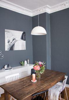 esszimmer-inspiration-vintage-style-tisch-dunkle-wand-farbe-2 ähnliche tolle Projekte und Ideen wie im Bild vorgestellt findest du auch in unserem Magazin . Wir freuen uns auf deinen Besuch. Liebe Grüß