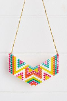 Pearler Beads Hama beads necklace pattern in Mollie Makes … Slate tile flooring dos and don'ts Slate Perler Bead Designs, Hama Beads Design, Diy Perler Beads, Hama Beads Patterns, Beading Patterns, Hama Beads Jewelry, Bead Jewellery, Fuse Beads, Pearl Jewelry