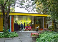Exterior. Richard Rogers, Wimbledon London, Mid Century Exterior, Patio Interior, Inside Outside, Small Buildings, Paint Colors For Living Room, Architect House, Outdoor Living