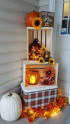 Farmhouse Fall Decor - DIY Dollar Store Farmhouse Decor Ideas & Hacks - Fall Home Decor on a BudgetFall decorations! Budget-friendly dollar store farmhouse fall decor ideas to make your home look great. Entree Halloween, Halloween Entryway, Diy Halloween, Halloween Season, Porch Ideas For Halloween, Rustic Halloween, Halloween Home Decor, Outdoor Halloween, Halloween Halloween