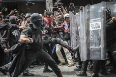 Riots in Mexico City during march against education and energy reform by Pavel Lara Lozada  Groups of anarchists clashed with members of the police force in various streets in Mexico City during demonstrations over the first annual report from President Enrique Pena Nieto and his proposed education and energy reforms.  [September 1st 2013, Mexico]  View all story!  http://www.demotix.com/news/2562110/riots-mexico-city-during-march-against-education-and-energy-reform#media-2562022