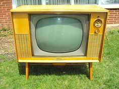 I have daydreams about getting an old TV like this and gutting it to install an HD flat screen in the frame instead. Retro look meets modern function. Vintage RCA Victor Super TV Television | eBay