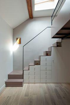 Tiroir, placard, niche sous escalier / Blanc taupe noir / Épuré