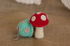 I don't know about you, but I love mushrooms! In omelettes, salads, andpies... When I don't eat them, Ilike to make them with my hook and yarn. They don't end up in my plate, but they make very cute decorative items such as ornaments, and keychains. Today I am sharingmy pattern to make cute little…