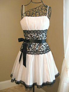 Vintage Jessica McClintock Gunne Sax white, black short dress. Size 5.   CarpetbaggerCreations - Clothing on ArtFire