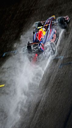 Sebastian Vettel powered his Red Bull to victory through torrential conditions at the 2009 Chinese Grand Prix in Shanghai after starting from pole position. Both the race win and pole position were the first for the Red Bull team. Racing Wallpaper, F1 Wallpaper Hd, Car Wallpapers, Wallpaper Backgrounds, Racing F1, Racing Team, Racing Cake, Drag Racing, Racing Helmets