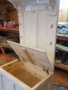 ideas for old door hall tree diy storage Repurposed Furniture, Pallet Furniture, Furniture Projects, Furniture Makeover, Cool Furniture, Repurposed Doors, Door Hall Trees, Hall Tree Bench, Old Door Bench