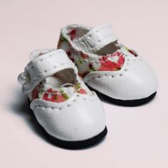White Flower After School Mary Janes for Lati Yellow