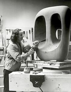 Who is Barbara Hepworth? Barbara Hepworth in the Palais studio in 1963 with unfinished wood carving Hollow Form with White Interior Brancusi Sculpture, Art Sculpture, Modern Sculpture, Ceramic Sculptures, Metal Sculptures, Bronze Sculpture, Barbara Hepworth, Tate Britain, 3d Studio