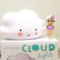 Qué rapidez @porvoletas!!! Ya he recibido mi pedido. Preciosa la #cloudlight y el #sonnyangel edición limitada  #shoponline #cuteshop #kidsprettythings by emedemauro