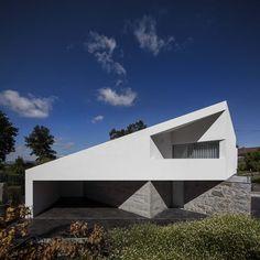 Ta�de House by Rui Vieira Oliveira Vasco Manuel Fernandes in P�voa de Lanhoso, Portugal