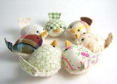 little birds pin cushions Bird Crafts, Felt Crafts, Fabric Crafts, Sewing Crafts, Sewing Projects, Craft Projects, Cute Birds, Pretty Birds, Softies