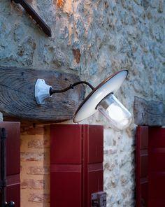 Applique Sopra Porta Al Sole Serie 3000  Lampada da Parete Sopra Porta della Serie 3000 Linea AL Sole di Aldo Bernardi in ceramica, ottone e latta smaltata. Piatto di 34 cm di diametro ed IP 20, lampada adatta ad uso esterno coperto.