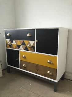 Mesilla hacer IKEA Nornas chest of drawers hack- yellow, grey, geometric Retro Furniture, Recycled Furniture, Refurbished Furniture, Paint Furniture, Unique Furniture, Furniture Projects, Furniture Makeover, Furniture Decor, Furniture Design