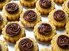 Resepi Tart Nutella | Sedap Tube Nutella Recipes, Brownie Recipes, Cookie Recipes, Cadbury Recipes, Biscuit Bar, Biscuit Recipe, Nutella Cookies, Yummy Cookies, Tart Recipes