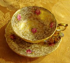 Chintz gold and rose Paragon.