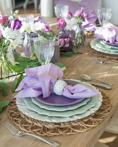 Lavender and Mint Green Tablescape - Home With Holly Dining Room Centerpiece, Centerpiece Decorations, Floral Centerpieces, Summer Table Decorations, Burlap Table Runners, Thanksgiving Table Settings, Beautiful Table Settings, Green Table, Deco Table