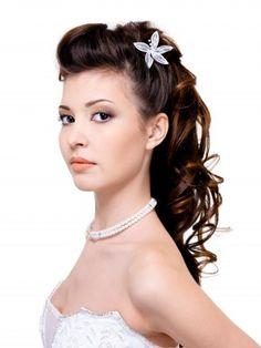 Vintage pinup 50's housewife style bridesmaids hair idea