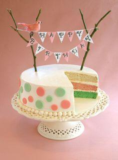 Un gâteau d'anniversaire, c'est encore plus joli et impressionnant lorsqu'il est fait avec la levure colorée de #Francine !