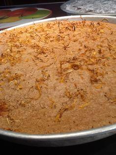 Torta di pane raffermo con latte di riso olio di cocco miele mandorle e fiori di calendula