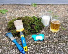 Moosgraffiti: Mit diesem Rezept gelingt es wirklich! – Neues vom Bastelschaf Moss Plant, Plants, Trees, Design, Moss Art, Moss Graffiti, Diy, Basteln, Wall Murals