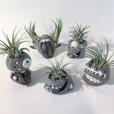 Going Gardening : Cute clay faces pots for succulents Polymer Clay Projects, Diy Clay, Clay Crafts, Ceramic Monsters, Clay Monsters, Rock Crafts, Diy And Crafts, Paper Toy, Deco Nature