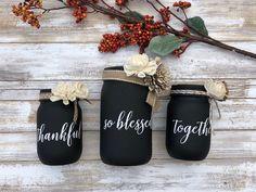 Chalk Crafts, Diy Crafts To Do, Jar Crafts, Bottle Crafts, Mason Jar Centerpieces, Mason Jar Candles, Painted Mason Jars, Ball Mason Jars, Mason Jar Gifts