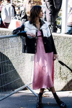 51 Super Ideas For Fashion Week Street Style 2017 Vogue Paris - Fashion Stockholm Street Style, Street Style 2017, Looks Street Style, Looks Style, Fashion Week Paris, Paris Street Fashion, Milan Fashion, Look Fashion, Retro Fashion