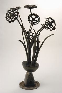 Vintage Metal Sculpture: Large Spigot Floral Oh My word this is… Patrick Plourde. Vintage Metal Sculpture: Large Spigot Floral Oh My word this is so awesome! Metal Yard Art, Metal Tree Wall Art, Scrap Metal Art, Metal Artwork, Welded Metal Art, Metal Projects, Welding Projects, Metal Crafts, Art Projects