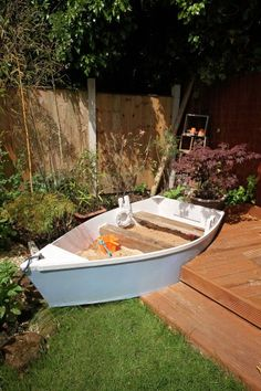 Sandpit boat - an upcycling project by Denovo Design Architect, Simon Case - terrace ideas Sandpit boat an upcycling project by Denovo Design Architect Simon Case Sandbox boat an upcycling project by Backyard Playground, Backyard For Kids, Playground Ideas, Outdoor Play Areas, Outdoor Fun, Beach Gardens, Outdoor Gardens, Coastal Gardens, Sand Pit