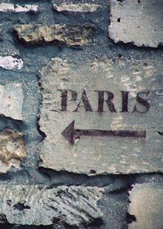 Walk this way.... #PARIS