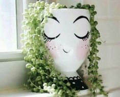 Painted Plant Pots, Painted Flower Pots, Flower Vases, Potted Flowers, Face Planters, Decoration Plante, String Of Pearls, Container Flowers, Garden Crafts