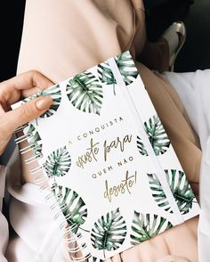 The wonderful monsteras were our bet when we launched the Greenery collection! And now there are more and more gifts in fashion and decoration. Creative Notebooks, Cute Notebooks, Planners, Notebook Cover Design, School Suplies, Beautiful Notebooks, Cute Stationary, Home Management Binder, Notes Design