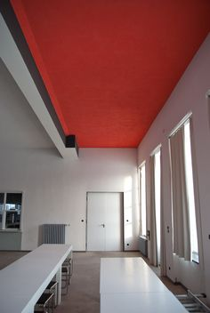 Bilderesultater for bauhaus dessau colour Architecture Bauhaus, Le Corbusier Architecture, Interior Architecture, Interior And Exterior, Walter Gropius, Bauhaus Interior, Design Bauhaus, Bauhaus Style, Modern Interior Design