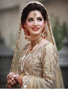 Indian Bridal Photo-Shoot Ideas and Images Pakistani Bridal Hairstyles, Pakistani Bridal Makeup, Pakistani Wedding Outfits, Bridal Outfits, Pakistani Dresses, Bridal Mehndi, Bridal Makeup Looks, Bridal Beauty, Wedding Makeup