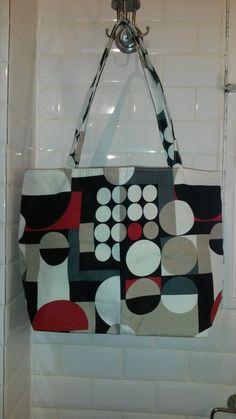 sac cabas aux effets graphiques, rouge, gris et noir : Autres sacs par a-fleur-2-pots