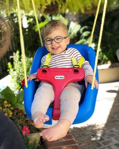 These hypoallergenic Miraflex Baby Lux children's eyeglasses don't have screws, pads or hinges. The unbreakable and metal-free glasses have an anatomical bridge and elastic strap to help them stay put on sweet little faces. Free Glasses, Kids Glasses, Baby Lux, Tween, Eyeglasses, Baby Car Seats, Children, Fan, Photos