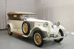 1931 Cord Cabriolet New cogs/casters could be made of cast polyamide which I (Cast polyamide) can produce Auto Retro, Retro Cars, Vintage Cars, Antique Cars, Vintage Items, Cord Automobile, Automobile Companies, Auburn Car, Concours D Elegance