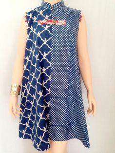 Merupakan varian dress cantik memadukan dua motif berbeda. Berbahan batik cap dengan Mori katun yang lembut. Terdapat ornamen kancing cantik di bagian dada...