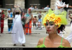 http://www.photaki.com/picture-street-artists-doing-a-presentation-for-tourists-in-old-havana-cuba_909619.htm