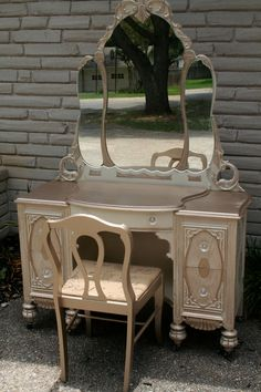 Vintage Custom Painted Vanity. Love the color!