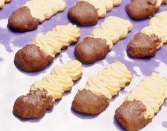 Confira esta receita de Amanteigado vienense. É irresistível! As receitas são testadas e com foto. Clique e aproveite! Biscotti, Food Net, Spritz Cookies, Small Desserts, Cupcakes, Saveur, Four, I Love Food, Cooking Time