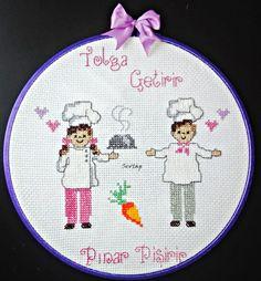 ETAMİN MUTFAK PANOSU Embroidery Sampler, Cross Stitch Embroidery, Cross Stitch Patterns, Palestinian Embroidery, Bargello, Emoticon, Little People, Lana, Stencils