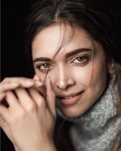 Gorgeous Beauty for Bollywood Cinema, Bollywood Actors, Bollywood Celebrities, Hindi Actress, Malayalam Actress, Deepika Padukone Hair Color, Aishwarya Rai Makeup, Girl Smoking, Queen